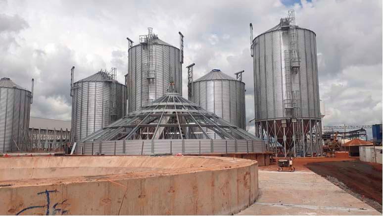 Instalação dos equipamentos e rede de utilidades do setor da Maltaria da nova fábrica em Uberaba / MG